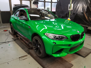 BMW-M2-in-green-gloss-car-wrapping-vollfolierung_015.png
