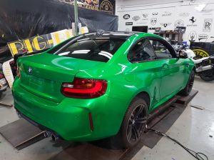 BMW-M2-in-green-gloss-car-wrapping-vollfolierung_020.png