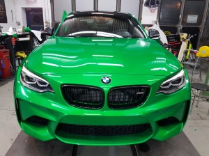 BMW-M2-in-green-gloss-car-wrapping-vollfolierung_021.jpg